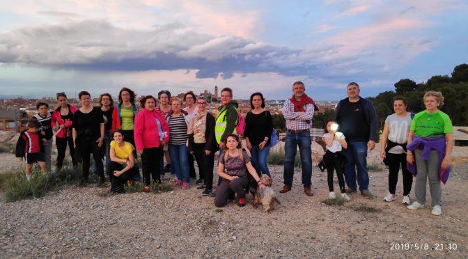 Avui uns veïns del turo de gardeny han fet una caminada nocturna d'uns 4 km.