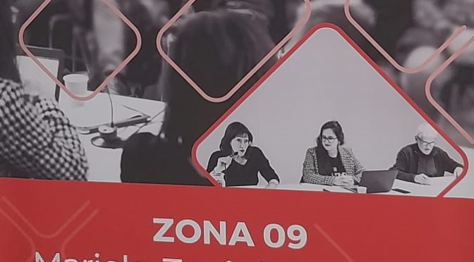 LA JUNTA DE L'ASSOCIACIÓ FENT UN VOLT PEL BARRI I PRENENT NOTA